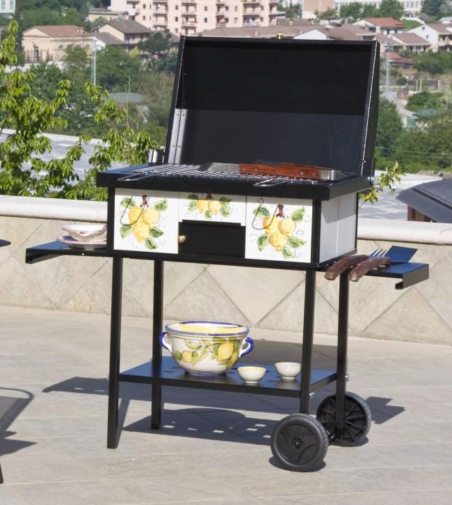 barbecue da esterno con griglia